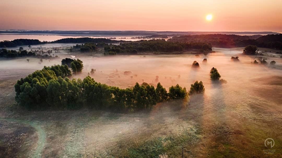 Pojawiły się poranne mgły 😍🌄🌫  ______ #mikolajki #mikołajki #miastomikolajki #beautifulpoland #mazury #perlamazur #polan