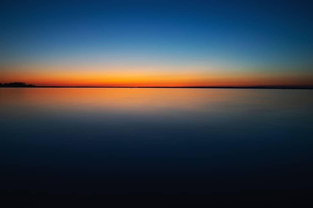 Śniardwy na moment po zachodzie słońca, uchwycone na długiej migawce 😊🌅⛵📸 ______ #mikolajki #mikołajki #miastomikolajki