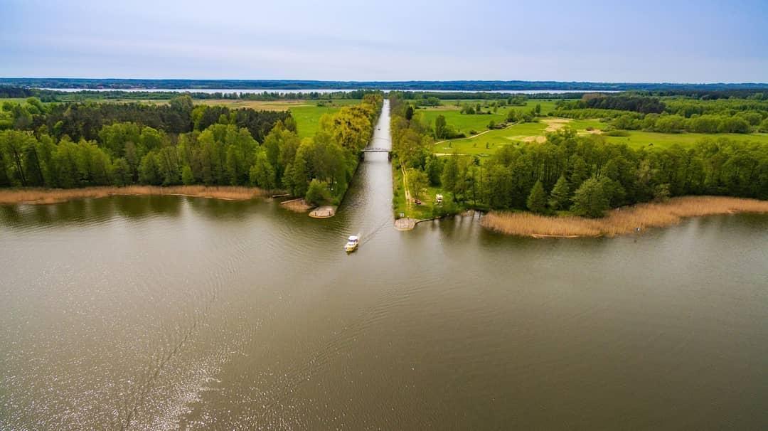 Wow 2400!🤩 Wiecie, który to kanał?😉 ⛵🌳🌅 ______ #mikolajki #mikołajki #miastomikolajki #beautifulpoland #mazury #perlamaz